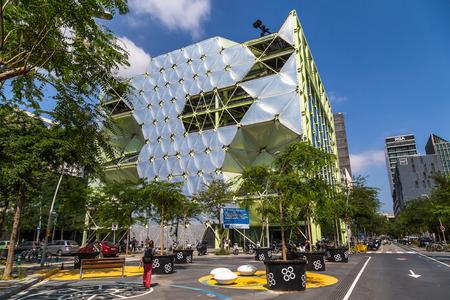 BARCELONA, ESPAÑA, 8 DE JUNIO DE 2017: El Edificio Media-TIC, Punto ...