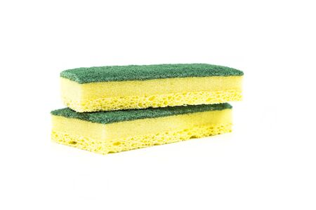 celulosa: Dos de esponjas de celulosa, aisladas en fondo blanco