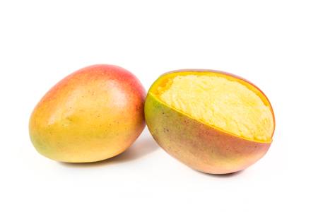 白い背景に分離された 2 つの完熟マンゴ 写真素材