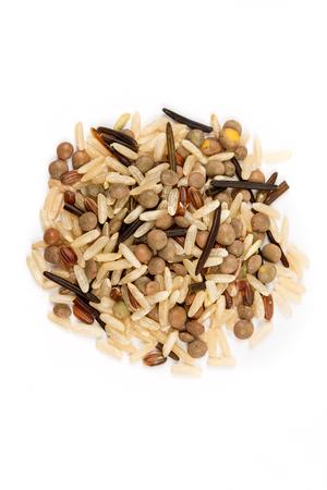Miscela di riso di lenticchie isolato su sfondo bianco Archivio Fotografico - 68702462