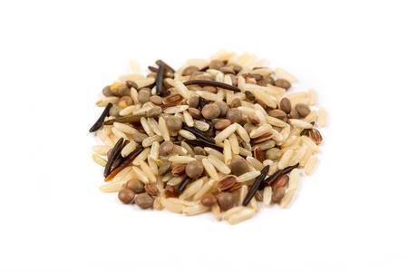 Miscela di riso di lenticchie isolato su sfondo bianco Archivio Fotografico - 68702071