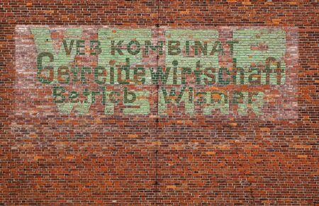 Peeling slogan: VEB Kombinat Gemeindewirtschaft Betrieb Wismar Banco de Imagens