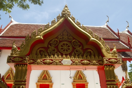 ordain: lai thai on Thai temple entrance