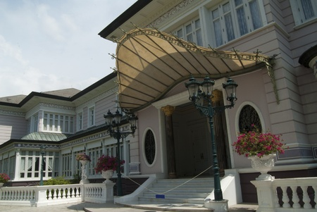 dazzlingly: Europe design in Thai royal palace
