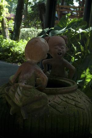 moulded: ni�o amigo moldeado en museo tailand�s