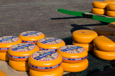 sel: ALKMAAR, NETHERLANDS - APRIL 11: The centuries old cheese market in Alkmaar is by far the towns biggest tourist attraction. Every Friday morning from April through September at 10:00 the Waagplein ('weighing square') comes to life, full of vendors sel Editorial