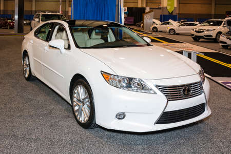 Charlotte, North Carolina   November 20, 2014: Lexus ES 300 Hybrid On  Display