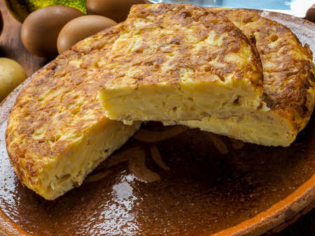 Potato omelette dish traditional Spanish food based on eggs, potatoes and onions 免版税图像