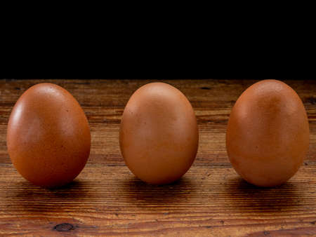 Group of eggs in balance on a wooden base Foto de archivo