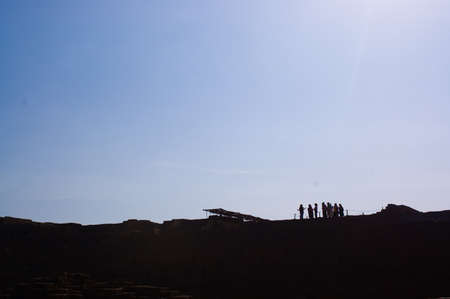 Grupos de turistas escuchando a su gu�a tur�stico Foto de archivo - 15899673