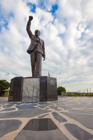 apartheid: Nelson Mandela Statue outside Victor-Verster Prison