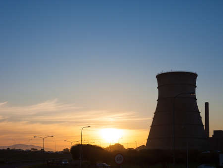 nuke plant: Nuclear reactor torre de enfriamiento, Ciudad del Cabo, Sud�frica Foto de archivo