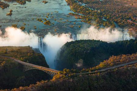 simbabwe: Victoria Falls aus der Luft in den Nachmittag