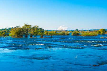 zimbabwe: Vista sobre el río Zambezi en una tarde tranquila