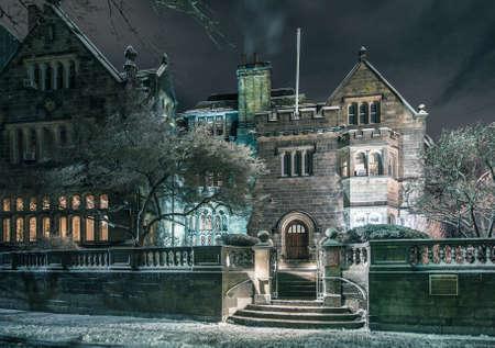 hdr: L'Universit� de Boston manoir n�o-Tudor Le Ch�teau �ditoriale