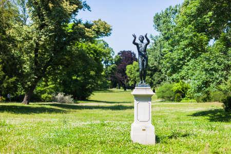 """Lysippus, """"Bidden Boy"""" beeld (voortplanting) in de Lennepark, Frankfurt (Oder)"""