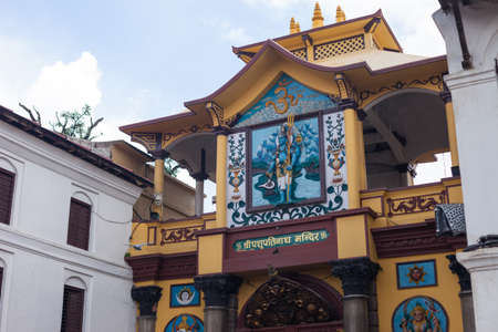 Main gate of Pashupatinath, a very sacred Hindu temple complex in Kathmandu, Nepal 免版税图像