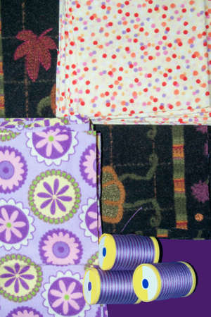 Quilt Pieces and Thread with four colours H Imagens