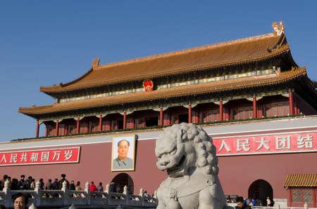 terrena: Il Tiananmen o Porta della Pace Celeste celebre monumento a Pechino capitale della Cina