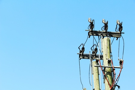 power lines hanging from a single cable pole photo