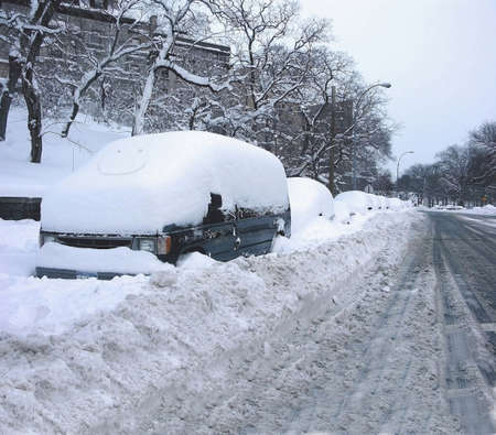 bronx county: Street scene right after a blizzard showing several cars burried in snow.   Taken February 2006  on Jerome Avenue in the County of the Bronx, New York in the USA.