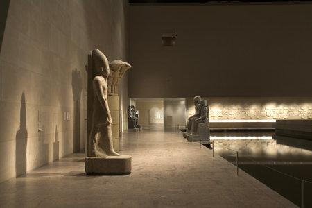 En el Museo Metropolitano de arte de Nueva York.  Imagen muestra parte de la exposición egipcia en el ala Sackler.  Fotografiado de abril de 2009 en Estados Unidos. Foto de archivo - 9286621