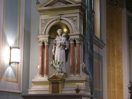 NEW YORK, NY - May 15: Statue of Saint Anthony of Padua  inside Saint Jean Baptiste Church in New York City.  Located on 76th street and Lexington Avenue.   Taken in May, 2006 in New York City.     Stock Photo - 9286919