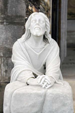 墓地の像を受けたオリーブ山のふもとにゲッセマネの園で彼はイエスキ リストを描いたします。