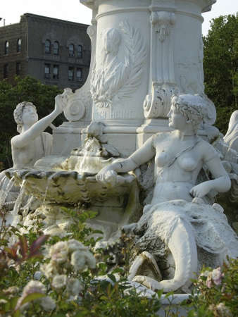 bronx county: Joyce Kilmer Park Statue near the Grand Concourse in the County of the Bronx, New York, USA.  Photographed June, 2006           Editorial