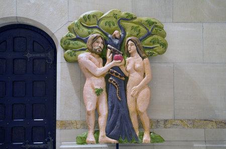세인트 존 대성당에서 크리스마스 봉사 중 사용 된 아담과 이브 인물. 암스테르담 애비뉴 뉴욕, 뉴욕
