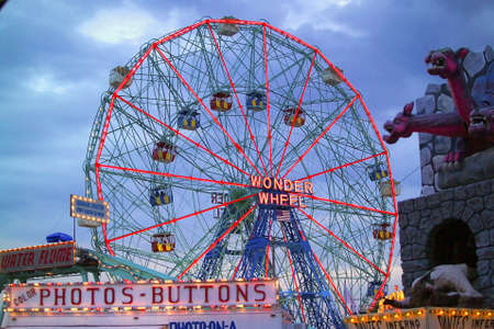 coney: Coney Island Wonder Wheel located in Brooklyn, New York.