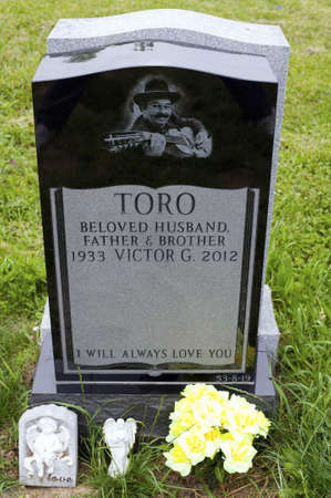 cuatro: QUEENS, NEW YORK - JUNE 6: Grave of Yomo Toro, master of the Puerto Rican guitar like instrument called a cuatro.   Taken June 6, 2013 at Saint Michaels Cemetery in New York. Editorial