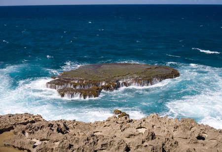 海岸アレシボのプエルトリコの北部の海岸沿いに位置します。