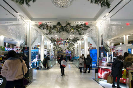 NEW YORK, NEW YORK/USA - December 8, 2018: Shoppers browse during Christmas season inside Macy's department store located in Herald Square Manhattan. Archivio Fotografico - 117653800