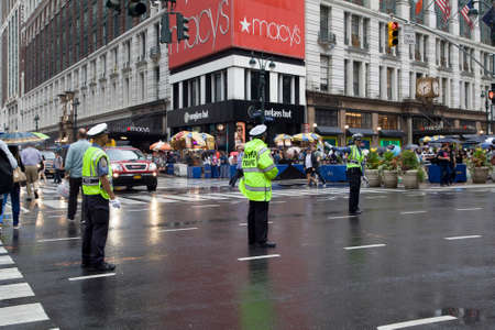 NEW YORK, NEW YORK/USA - July 22, 2019: Traffic officers direct traffic on intersection of 34th street Herald Square. Foto de archivo - 134756504