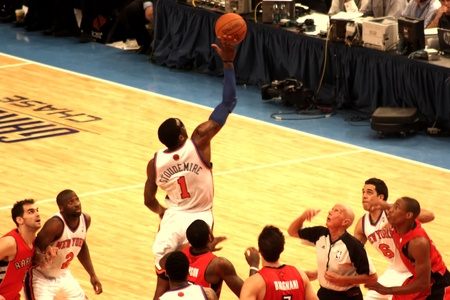 Amare Stoudemire getting the ball during NBA knicks match at madison square garden