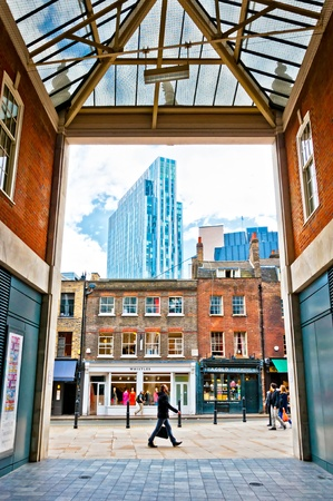 contrasts: urban contrasts in Shoreditch district, London