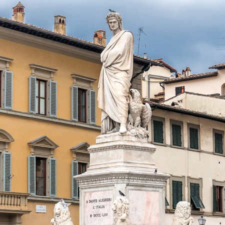 dante alighieri: Statue of Dante Alighieri located in Santa Croce square in Florence, Italy