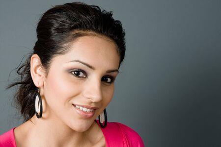uplifting: hermosa latina smiing smling en un �ngulo