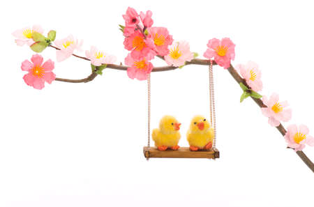 ei: Easter chick ei grass basket nest flower swing friends big small decorative animal lugged Stock Photo