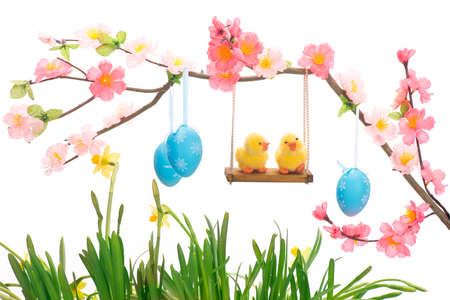 Easter chick ei grass basket nest flower swing friends big small decorative animal lugged Stock Photo