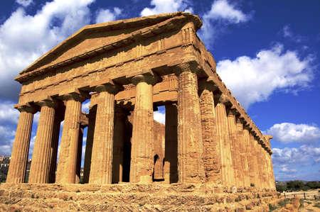 temple grec: un temple grec en selinute, en Sicile, Italie
