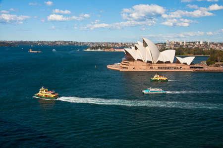시드니, 호주 8 월 17 일 : 도시의 오페라 하우스 가장 유명한 극장, 2010 년 8 월 17 일 시드니에서보기