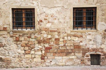 windows of tuscan rural house, italy Banco de Imagens - 14459202