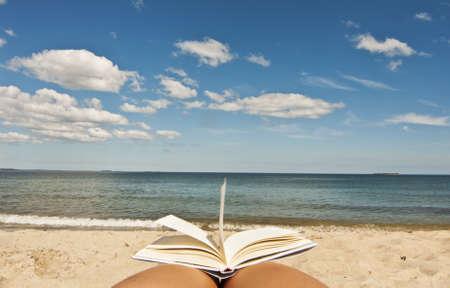 american book with blue sky background 版權商用圖片