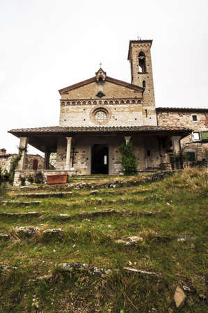 medieval church on the chianti hills in Tuscany, Italy Banco de Imagens - 16704325