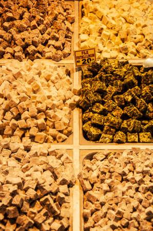 frutos secos: frutos secos y especias en un bazar, Estambul, Turqu�a