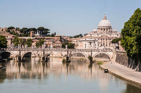 View of the city of Rome and the st, Peter Standard-Bild