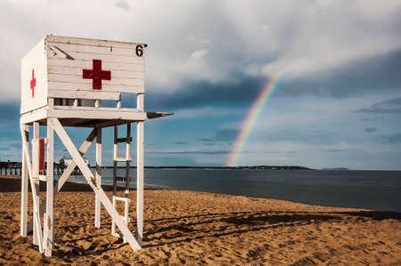 メイン州、米国でビーチにベイウォッチ タワー
