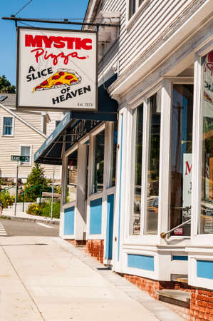 roberts: MYSTIC, CT - AUGUST 14: Mystic Pizza in Connecticut, famous for the 1988 movie with Julia Roberts , located on the Mystic town, on August 14, 2014 in Mystic, CT USA